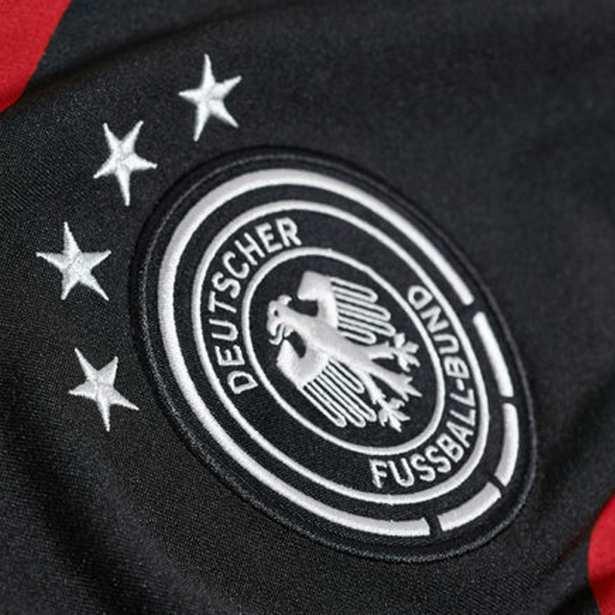 Das neue 4-Sterne DFB Trikot von Deutschland